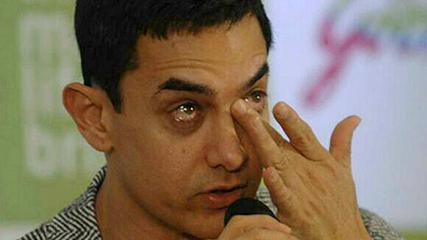 News video: Aamir Khan Cries In Front Of Media